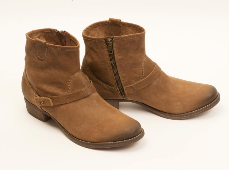 Светло-коричневые, из натуральной кожи нубук, женские полу сапоги фирмы Freef